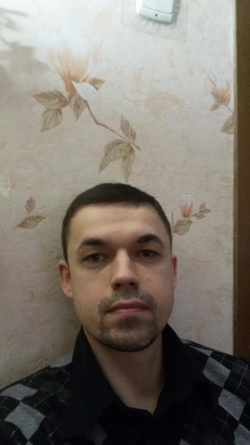 Знакомства парень 21 год зовут эдуард город нижнекамск чат знакомства арк красноперекопск